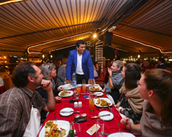 Tennis ace Andy Murray serves up a treat for beach diners at the Dubai Food Festival